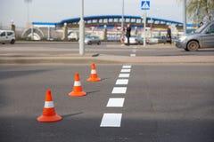 Eben angewendete Fahrbahnmarkierungen Lizenzfreie Stockfotografie