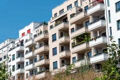 Eben errichtete Wohngebäude lizenzfreies stockbild