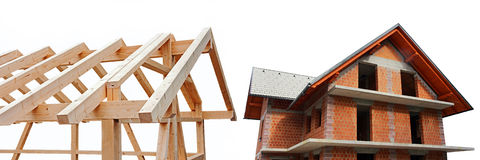Eben gebautes Haus im Holz und im Stein Stockbild