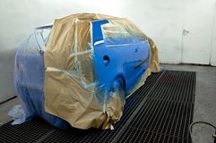 Eben gemaltes Auto. Lizenzfreie Stockfotografie