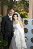 Eben lächelndes verheiratetes Paar - Vertikale Stockbilder