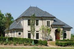 Eben landschaftlich verschönertes Luxuxhaus Stockfotos