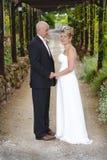 Eben verheiratetes Paar Lizenzfreies Stockfoto
