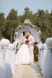 Eben verheiratetes Paar Lizenzfreies Stockbild