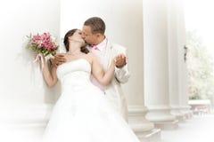 Eben verheiratetes Paar Lizenzfreie Stockbilder