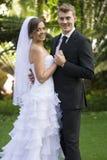 Eben verheiratetes Paar stockbild