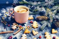 Ebene legen mit heller Weihnachtsdekoration lizenzfreie stockfotografie