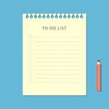 Ebene, zum der Liste und des Bleistifts auf blauem Hintergrund zu tun Lizenzfreies Stockfoto