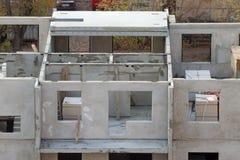 Ebenen des Gebäudes von den Betonplatten im Bau Lizenzfreie Stockfotografie