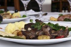 Ebereintopfgericht mit Kastanien Stockfotos
