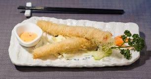 Ebi fritou, tempura japonês das caudas dos camarões imagens de stock royalty free