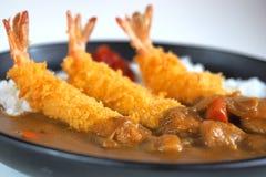 Ebi Smażył curry'ego Rice, Głęboko Smażąca krewetka z Japońskim curry'ego stylem na ryż, selekcyjnej ostrości punkt Obraz Royalty Free