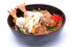 Ebi Smażył wykładowcy japończyka krewetki głęboko smażącego dalej ryżowego puchar obrazy stock