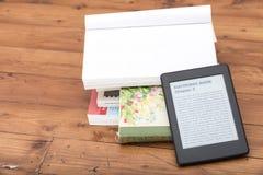 EBook avläsare med kopieringsutrymme Arkivfoto