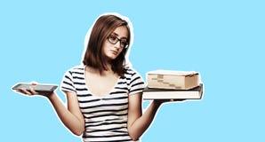 Ebook contra o livro imagem de stock royalty free