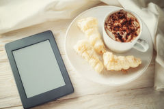 Ebook and a cup of hot cocoa Royalty Free Stock Photos