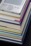 EBook czytelnik na górze sterty książki w bibliotece Obraz Stock