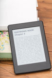 EBook czytelnik z kopii przestrzenią obraz royalty free
