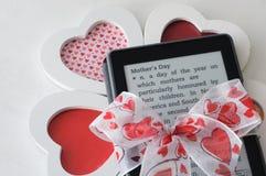 EBook czytelnika matki dnia prezent Zdjęcia Stock
