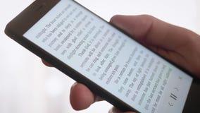EBook de la lectura en el smartphone metrajes