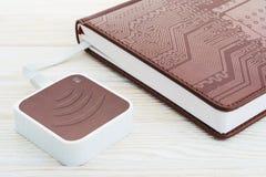 EBook et routeur de Wi-Fi photo stock