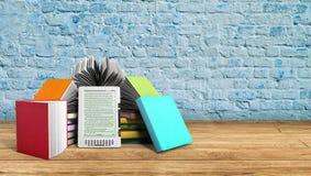 EBook-Leser Books und Tablette breeck Hintergrund 3d übertragen Succe Stockfotos