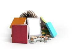 EBook-Leser Books und Tablette 3d übertragen Bild auf Weiß Lizenzfreies Stockbild