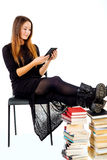 Ebook-Leser gegen Bücher stockbilder