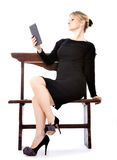 Ebook sexy del lettore della donna di affari fotografia stock libera da diritti
