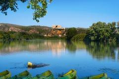 Ebro templariusza i rzeki kasztel Miravet, Hiszpania Obraz Royalty Free