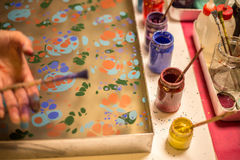 Ebru-Kunst im Prozess Lizenzfreie Stockfotografie
