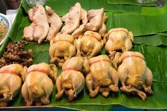 Ebullición fresca del pollo en el estante por Año Nuevo chino Imágenes de archivo libres de regalías