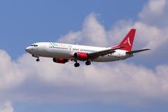 EC-LNC albumy Grają główna rolę Boeing 737-400 samolot na chmurnego nieba tle Zdjęcia Royalty Free