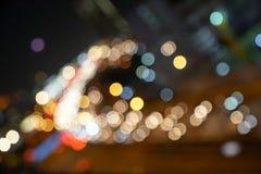 Ecc rosso, bianco, grigio dell'oro, , luce confusa del bokeh nel paesaggio urbano di Bangkok di vista della superstrada per fondo fotografie stock libere da diritti