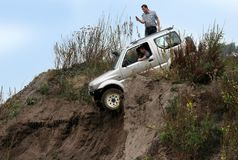 Eccitando fuori dal drivig della strada in un pozzo di conquista della sabbia Fotografia Stock Libera da Diritti