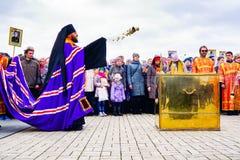 Ecclésiastique dans la cérémonie de religion photos stock
