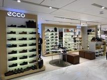Ecco商店链子和产品的可爱的安置 免版税库存照片