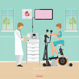 ECG测试或锻炼测试心脏病的在锻炼脚踏车 库存照片