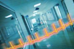 ECG线和医院走廊,概念的紧急救护 库存照片