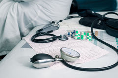 Стетоскоп, пилюльки и ECG Стоковое Фото