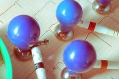 ECG et électrodes sur la tasse d'aspiration Photo libre de droits