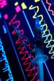 ECG-Monitor mit medizinischem Konzept der Spritze und der Medizin Lizenzfreies Stockbild