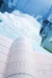 ECG wydruk blisko pacjenci łóżkowi zdjęcie royalty free