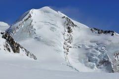 Echador en las montan@as suizas Fotografía de archivo