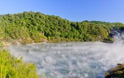 Echo Crater und braten Pan Lake, Waimangu lizenzfreies stockbild