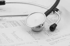 Echocardiographical Testergebnisse mit Stethoskop Lizenzfreies Stockbild