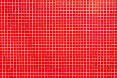 Echte glas rode tegels op wit mortier Stock Foto's