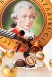 Echte Salzburger Mozartkugeln durch Mirabell Stockbild