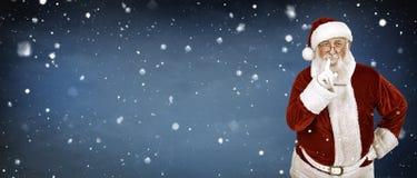 Echte Santa Claus op sneeuwachtergrond Royalty-vrije Stock Afbeeldingen
