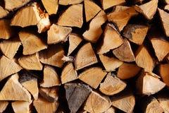 Echte woodpile van brandhout Stock Foto's